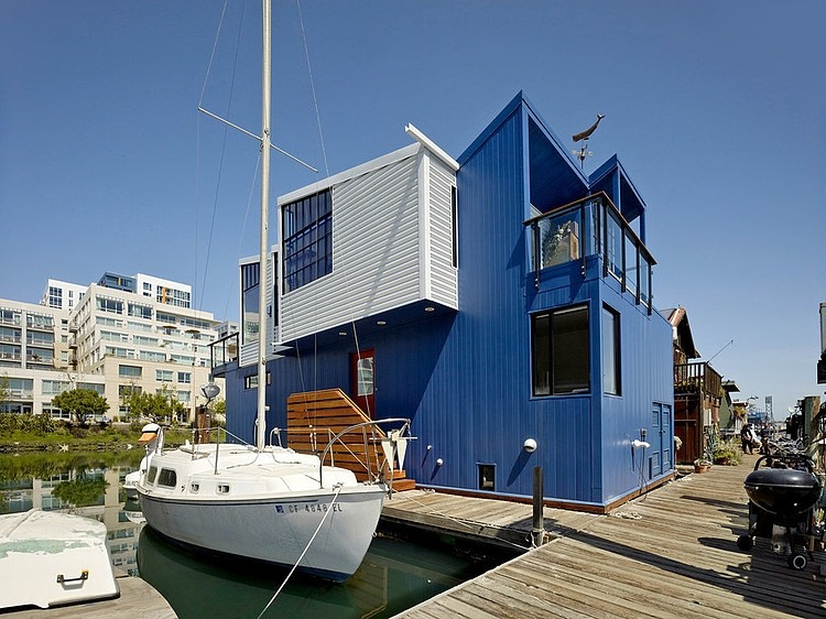 floating house boat Modern Floating House in San Francisco Leaves You Speechless