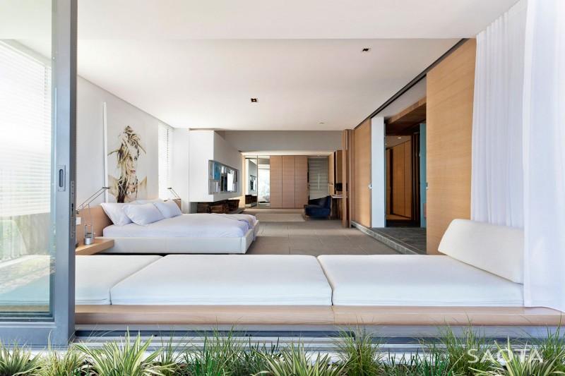 huge luxury bedroom decor