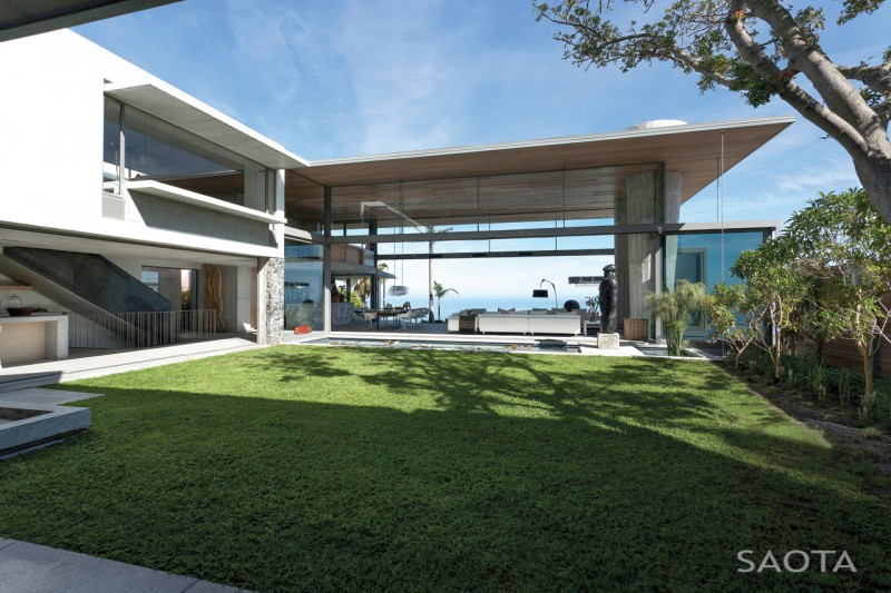luxury home Opulent Bantry Bay Residence in Cape Town Offers Spectacular Ocean Views
