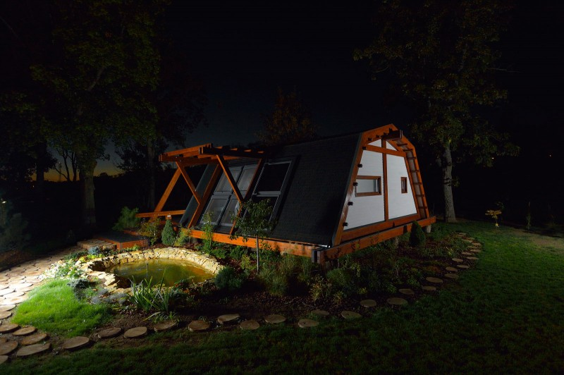 small self-sustainable home
