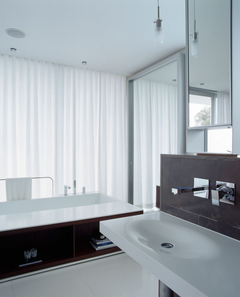 Luxurious and expansive sensory interior delight sizzles for Modern ensuite ideas