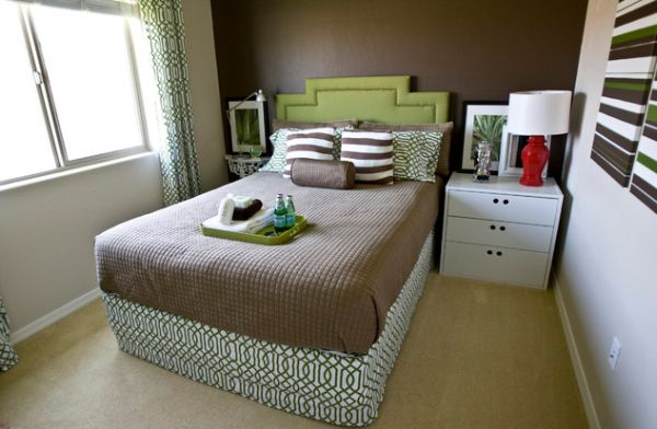 45 small bedroom design ideas and inspiration for Small room with two beds