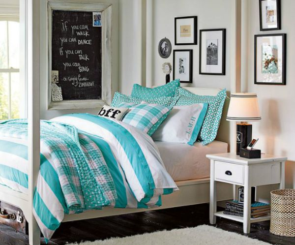 Aquamarine and white make a chic and soothing color combination