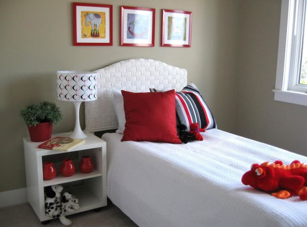 Audacious red set against white and striped pillow cushions do the trick here