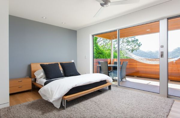 Bedroom with hammock in the balcony that is visually connected with the indoors