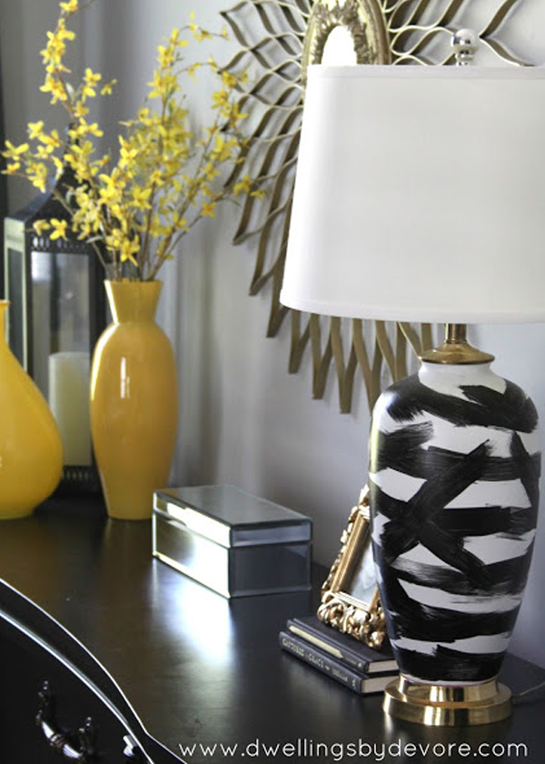 Black and white brushstroke lamp base