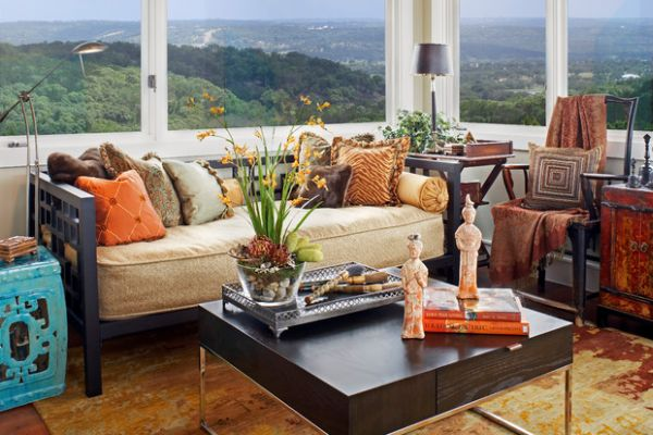 Daybed in the living room allows you to enjoy the wonderful view