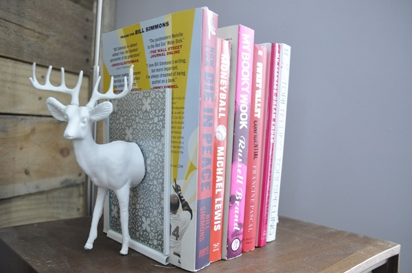 Deer bookend DIY Beautiful DIY Bookends for Your Particular Décor