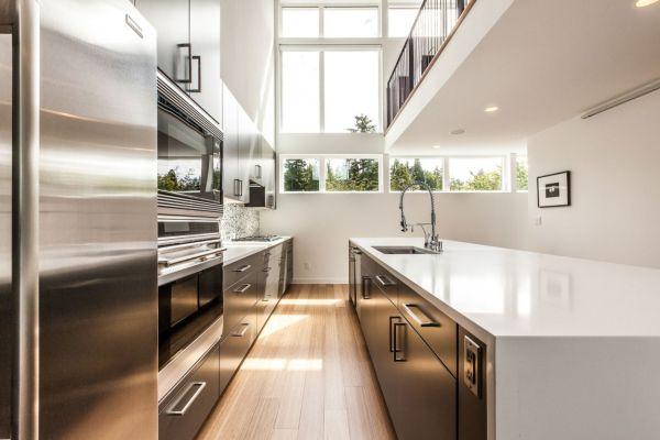 Ergonomic modern kitchen in white