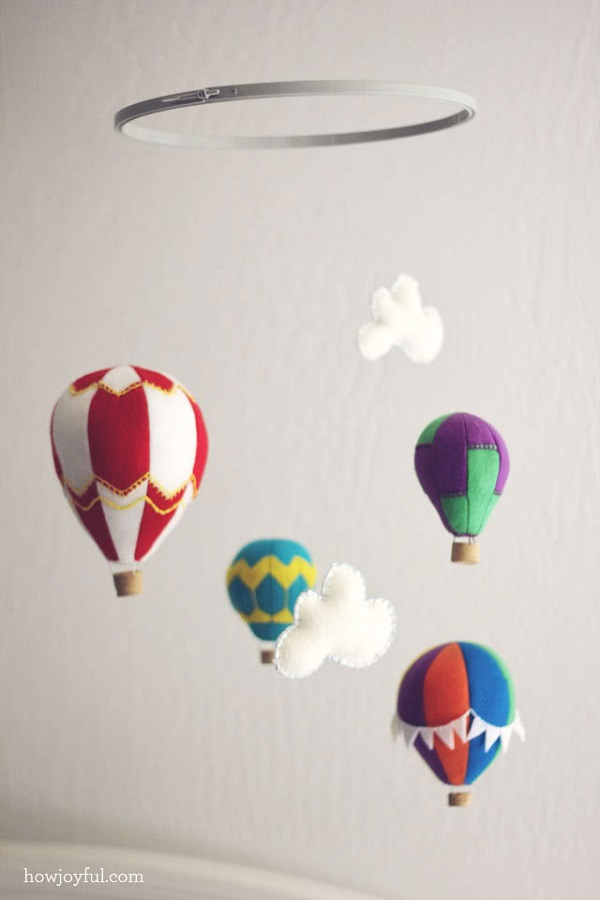 Felt hot air balloon mobile DIY Baby Mobiles for a Playful Decor Addition