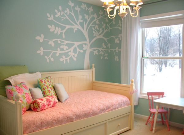 Girls' bedroom in blue and pink with the Casey Daybed