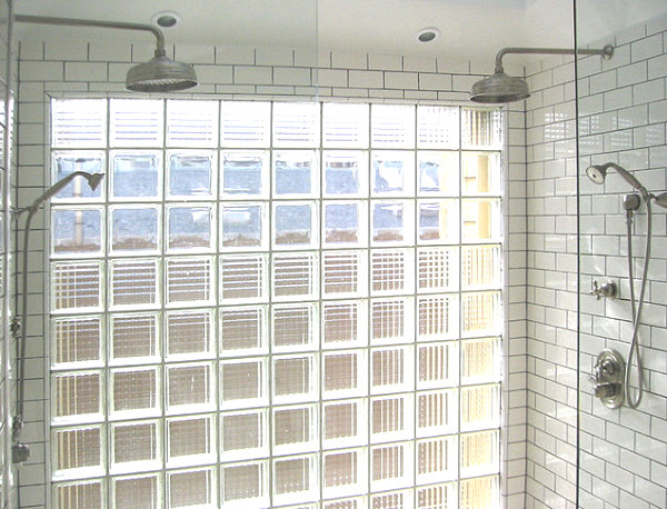 Glass block detail in a modern shower 19 Modern Spaces Featuring Glass Block
