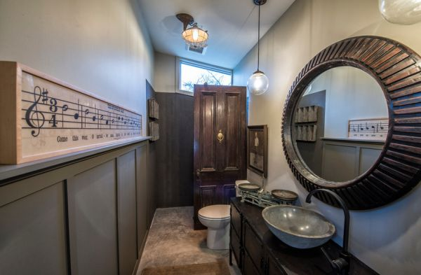 Gorgeous framed music roll in the bathroom - Truly distinct!