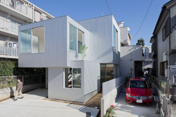 House in Chayagasaka Tetsuo Kondo Architects Stylish Stacked House Sports Creative And Flowing Interiors