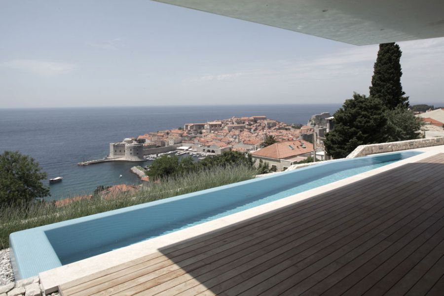 Infinity pool that gives a glimpse of the Dalmatian Coast