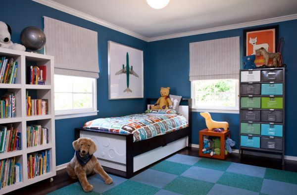 Let simple and elegant posters enhance the color scheme of the room
