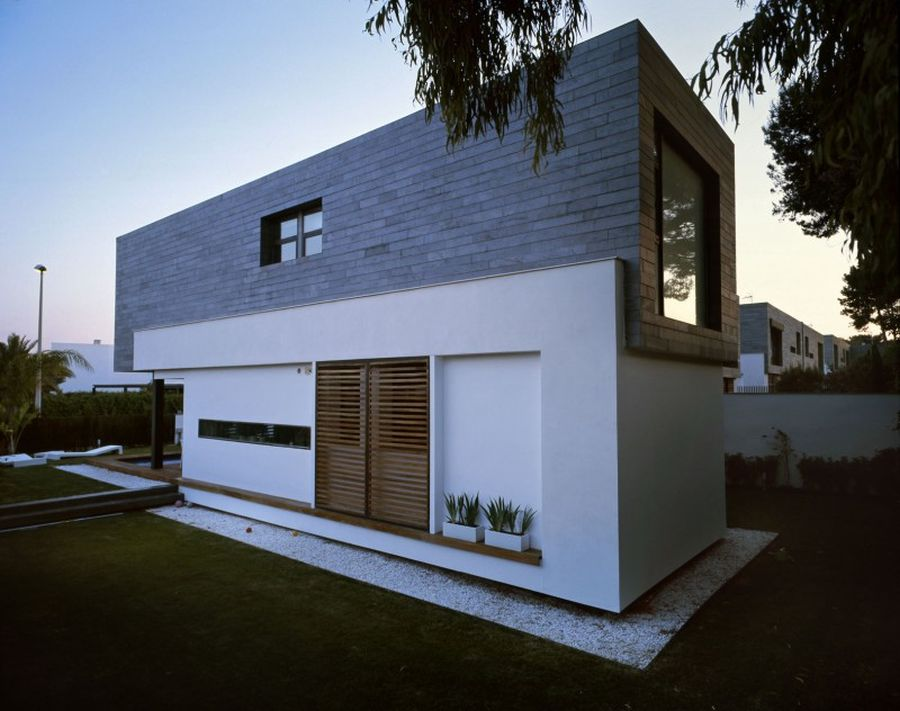 Stylish semi detached homes in valencia promise for Modern tiny house design
