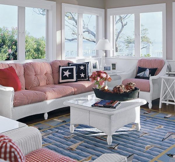 Lovely sunroom with patriotic overtones!