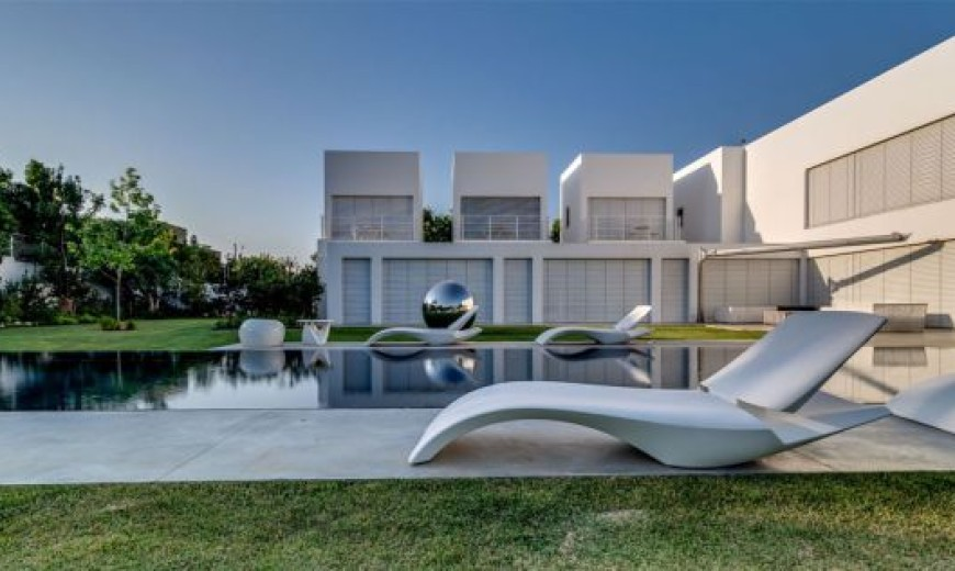 Extravagant Family Home In Israel Sports Luxurious And Open Interiors