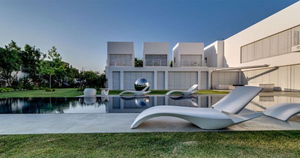 Luxurious contemporary home in Sharon Israel Extravagant Family Home In Israel Sports Luxurious And Open Interiors