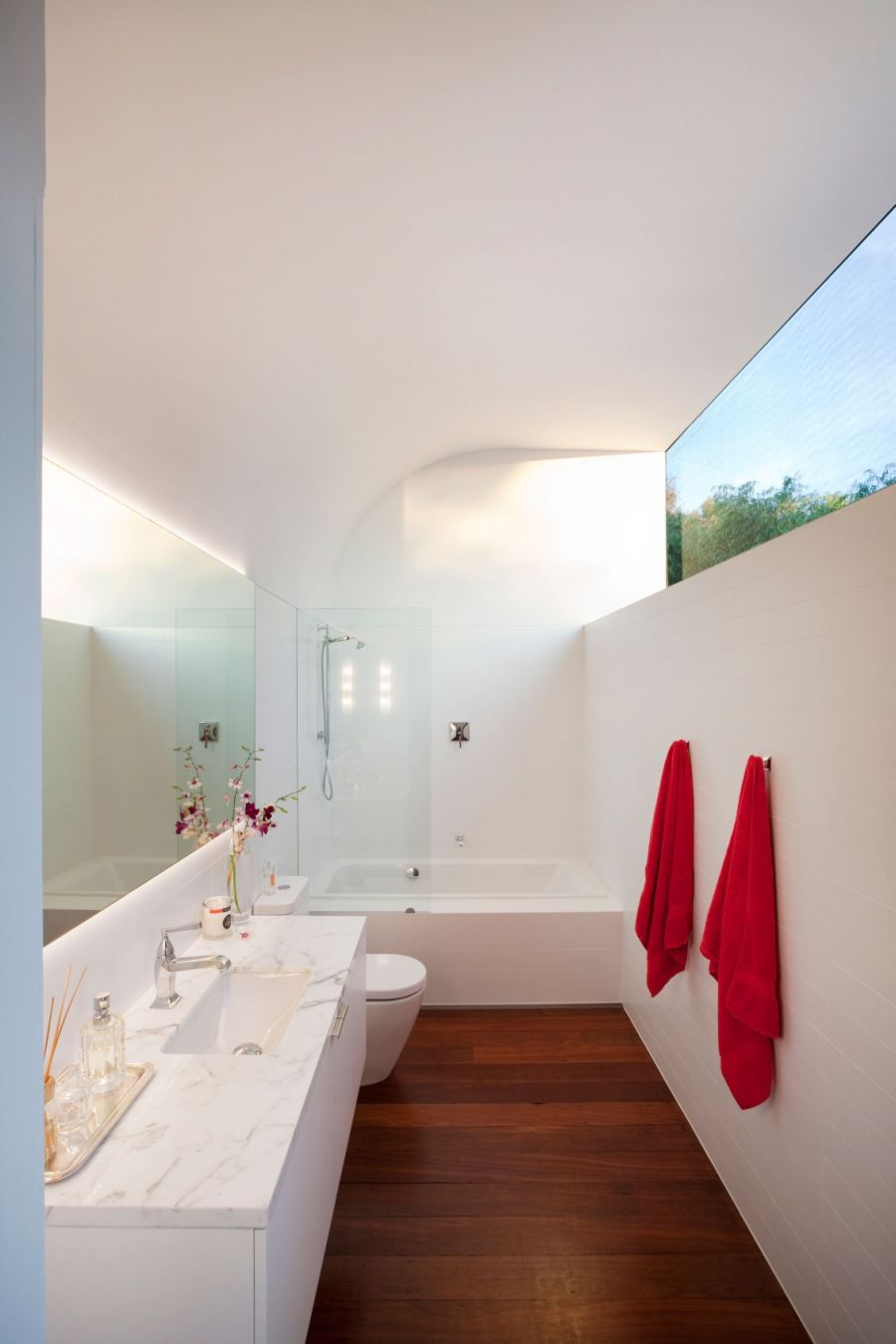 Modern bathroom in white