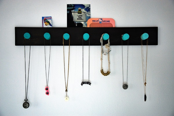 Ombre necklace holder