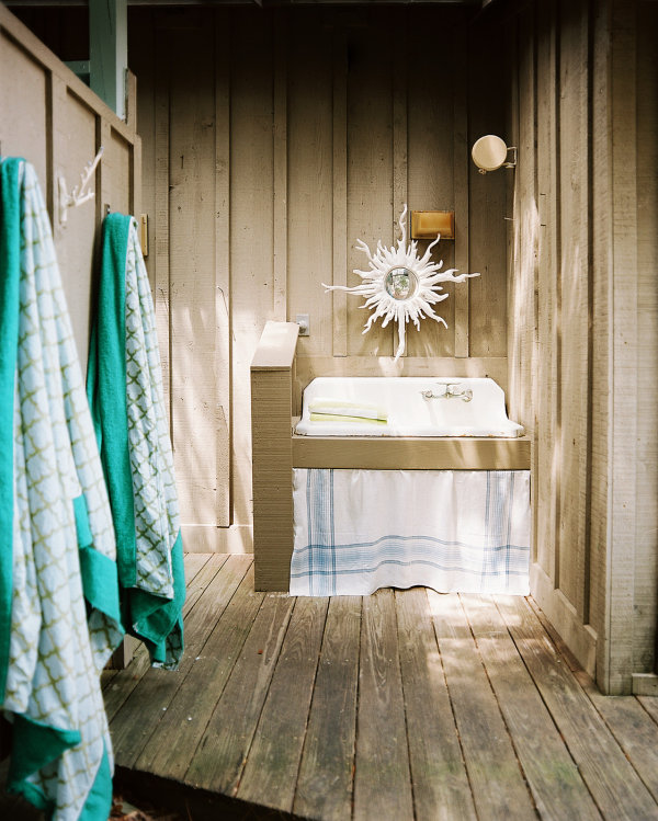 12 tropical bathrooms with summer style for Accessoires salle de bain theme mer
