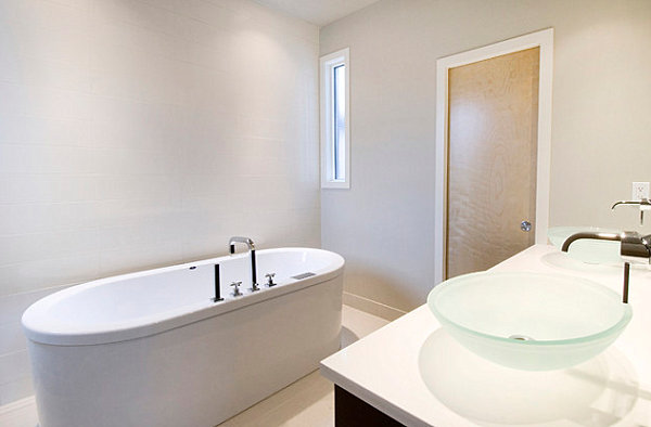 Oval tub and glass sinks add interest