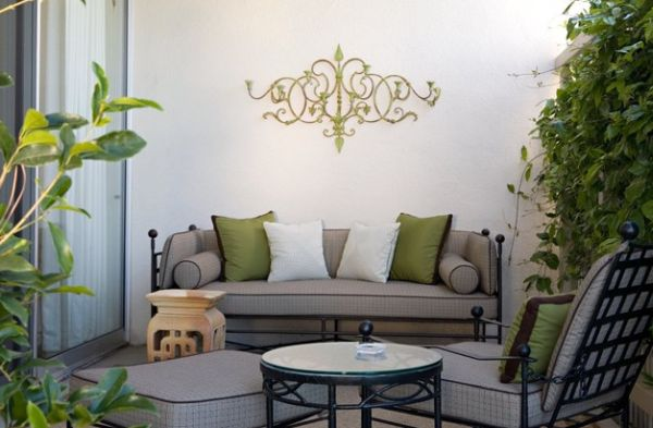 Patio with stylish daybed and accent pillows makes a pleasant little nook!