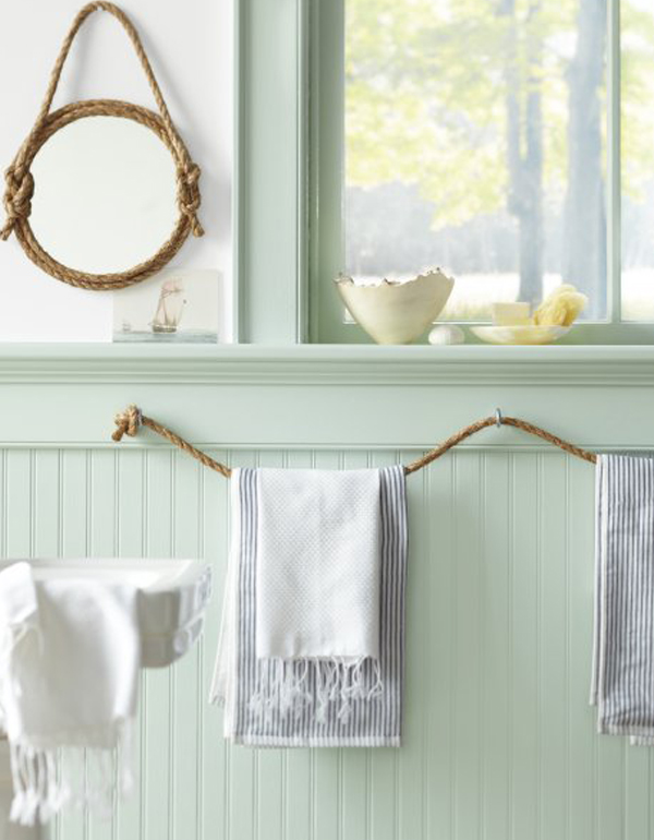 Rope towel rack and mirror frame DIY Nautical Decor That Makes a Splash