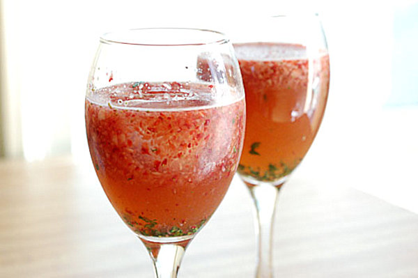 Strawberry balsamic spritzer