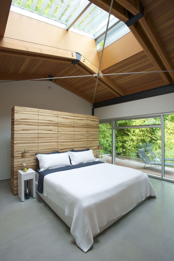 Stunning skylights brings the outdoors inisde in the bedroom