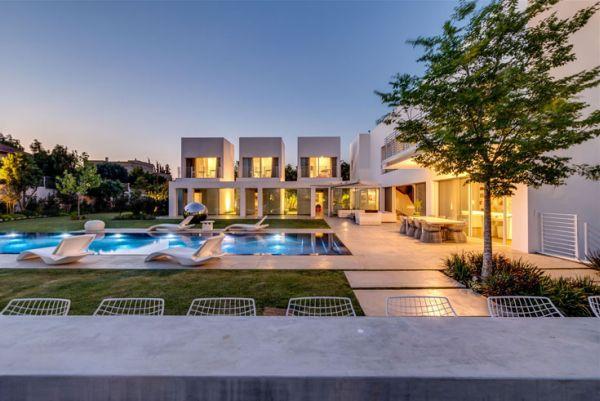 Stylish home in Israel designed by architect Nestor Sandbank