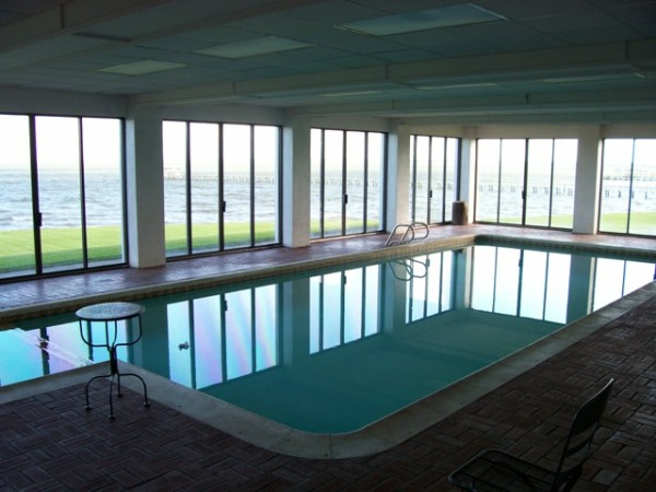 Indoor pool protected from glare
