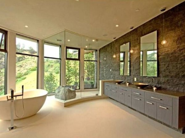 You can enjoy both privacy and observe nature at the same time from your bath