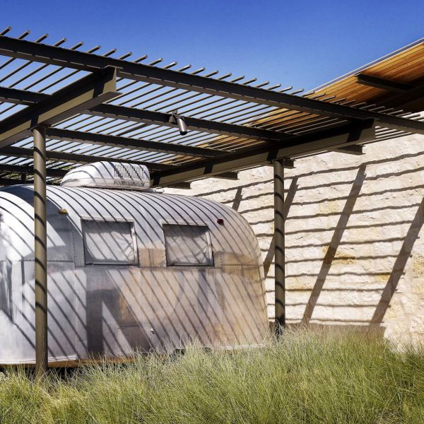 Texas home is a refreshing blend of private and public spaces
