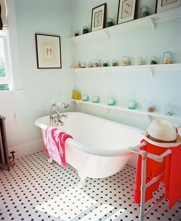 Traditional beachy bathroom