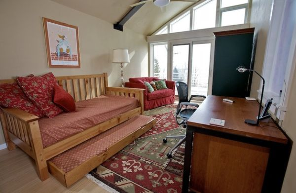 Trundle under the daybed provides additional sleeping space