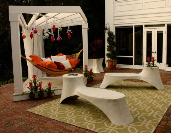 Unique triangle hammock frame for your patio!