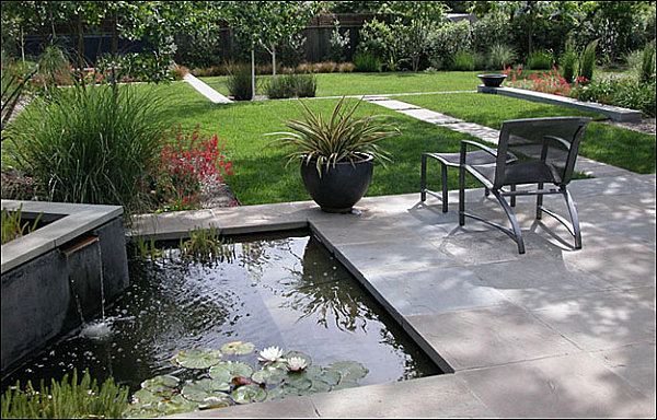 Water feature in a modern yard decoist for Garden design features