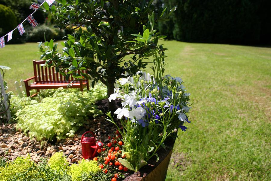 diy miniature garden for the royal family