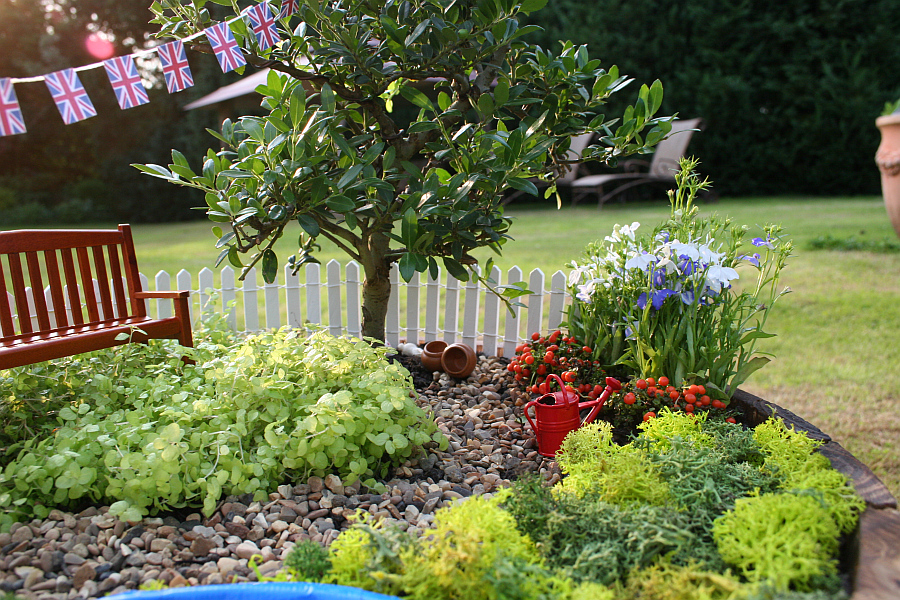 diy miniature garden royal baby uk DIY Miniature Garden Celebrates the Birth of the Royal Baby in Style