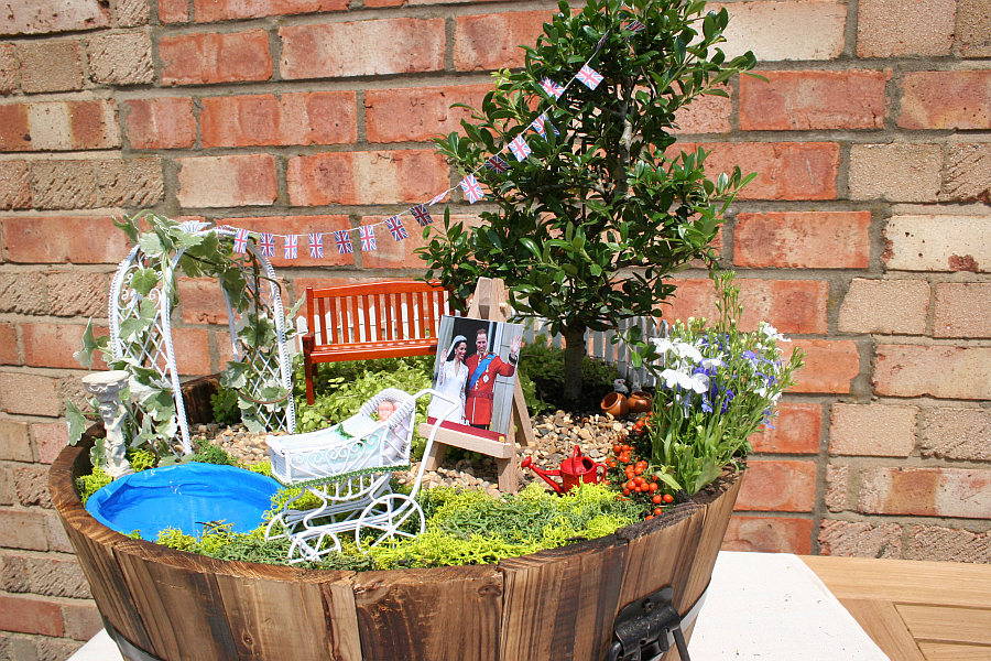 diy miniature garden celebrates the birth of the royal baby in style. Black Bedroom Furniture Sets. Home Design Ideas