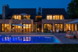 Lavish Canadian Home Gets a Gorgeous Modern Guest House And Spa
