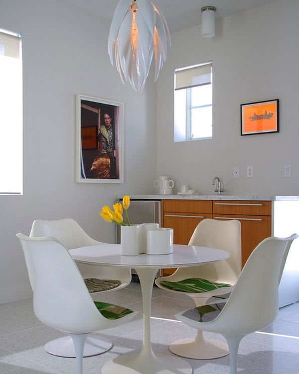 A setting that is all about tulips Saarinen Tulip Table: A Design Classic Perfect For Contemporary Interiors!
