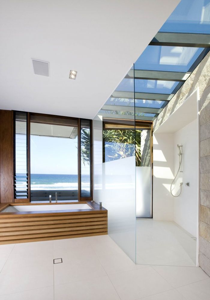 Awesome ocean views from the bath