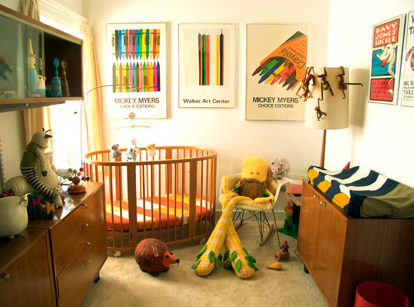 Baby nursery with '70s style