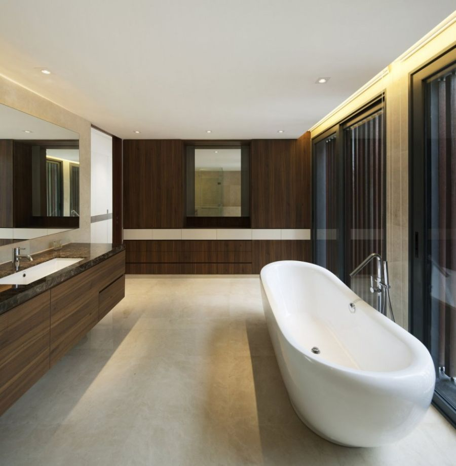 Comfortable bathrub with contemporary design