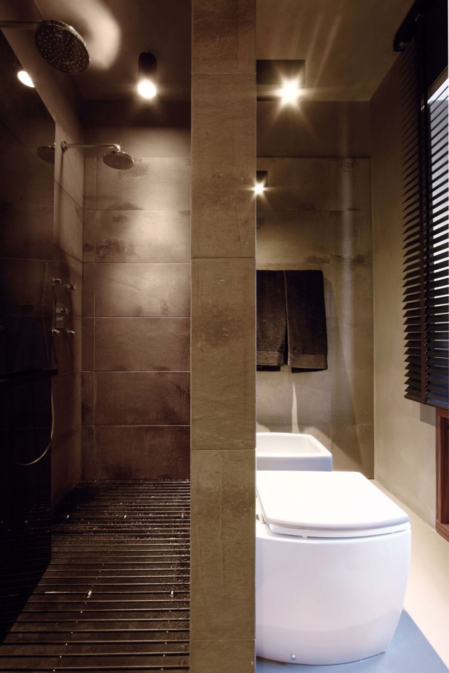 Compact shower area
