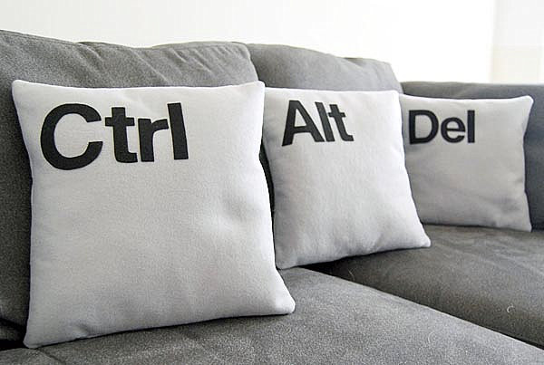 Ctrl-Alt-Del pillow set